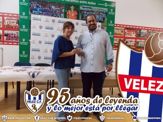 CONCEJALA CON EL VELEZ 95